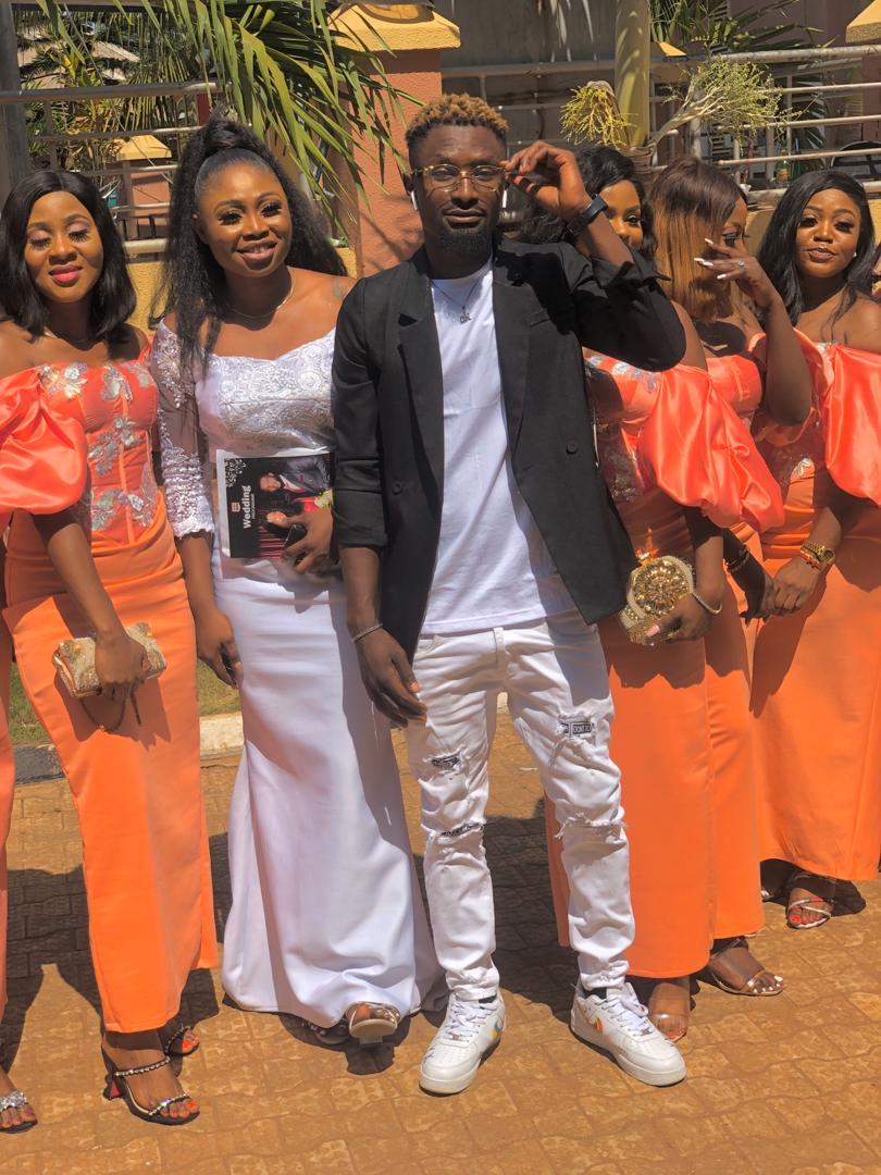 Slizeboy Ability flaunts wedding photo in a special way